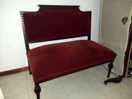 sofa con terciopelo rojo