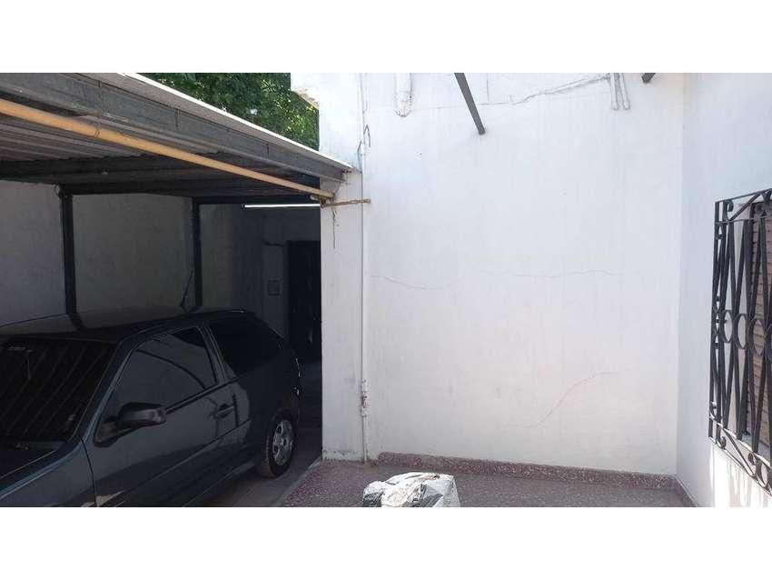 Casa 5 amb o Para 2 Flias o Renta - Fondo, parrilla, entr de auto pasante - LOMA HERMOSA