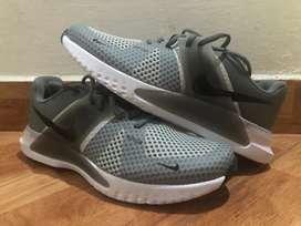 Zapatos nike Renew grises