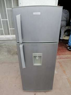 Se vende nevera gris con dispensador