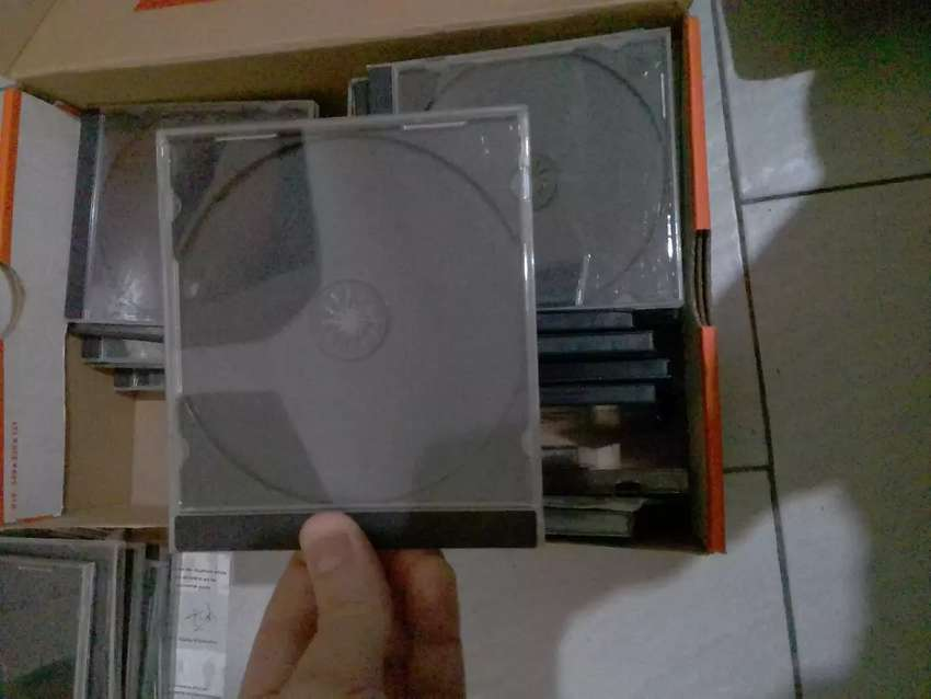 CAJAS CDS Y DVDS