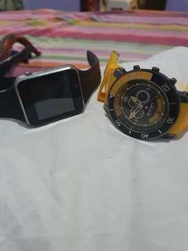 1 reloj normal y el otro se le pone chip