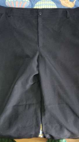 Pantalón Negro Tela Antifluido Usado Talla Grande