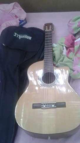 Venta de guitarra seminueva