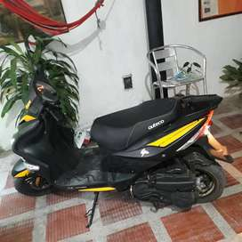 vendo moto automática, solo 2 meses de uso. xcelente estado.