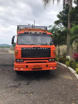 Camion nissan flamante