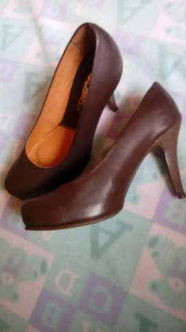 Vendocambio Tacones color café 37