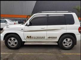 Vendo Hermosa Camioneta 4x4 Mitsubishi impecable uso ejecutivo super económica  vendo por viaje
