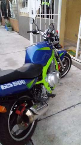 Se vende moto Suzuki 500 en perfecto estado