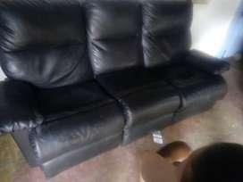 vendo mueble reclinable en pragna negro