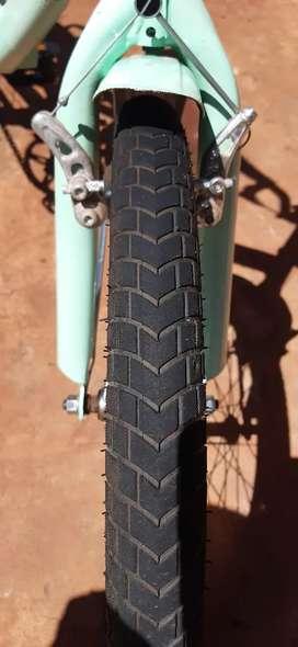 Vendo hermosa bicicleta plegable estilo aurorita