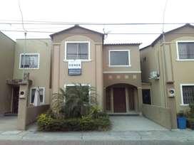 Se Vende de Oportunidad Amplia Casa en La Joya 3 Dorm.. Terreno 200 m²