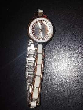 Vendo Reloj de Mujer( falta cambiar pilas)
