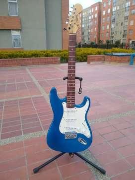 Guitarra eléctrica estilo estratocaster, marca Marvin, en excelentes condiciones