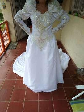 Vestido de Novia Bordado en Pedrería