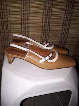Calzado femenino talle 36 marca Ruben Cassin muy poco uso