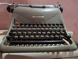 Maquina de escribir Olivetti Lexicon 80