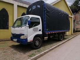 Camion hino ditro