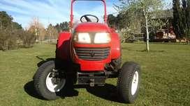 Tractor con desmalezadora