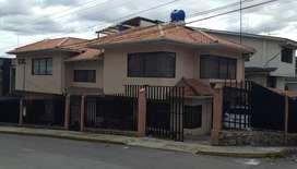 Vendo hermosa casa en el centro de Azogues