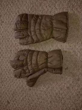 Se venden guantes y pasamontañas americanos militares