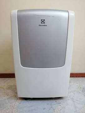Aire acondicionado en muy buen estado marca Electrolux, viene con su ducto de aire caliente, manguera de agua y control
