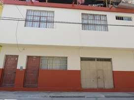 Casa Piura Cercado. 2 puertas independientes y cochera