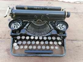 Antigua máquina de escribir underwood de 1907