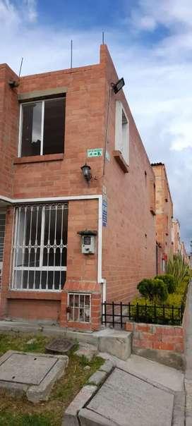 Se Vende Casa Esquinera en Soacha-Compartir Conjunto Nuevo Orizonte