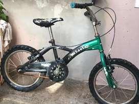 Bicicleta para infantes, buen estado