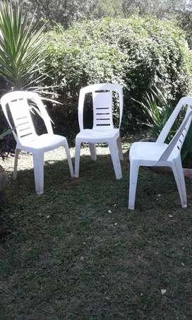 5 sillas plasticas