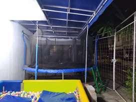 Se vende pisicina de pelotas y trampolin