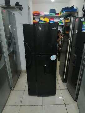Nevera no frost 248 litros, negra, buen funcionamiento, incluye transporte a Medellín