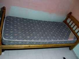 Vendo cama  de una plazA con colchón