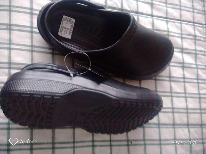 Zapato zueco cerrado para hombreDO