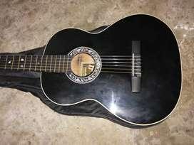 Guitarra PRECIO: 100.000 negociable