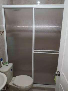 Venta de división de baño en aluminio y vidrio