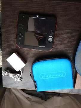 Nintendo 2 ds usada con accesorios.