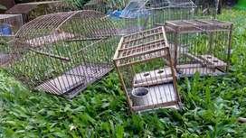 Lote de DIEZ Jaulas para aves MAS  dos PORTA JAULAS CON TAPA Y VENTILACIÓN