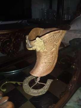 Estribo en bronce decorativo