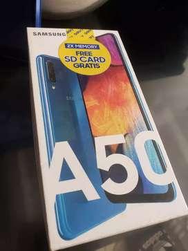 Vendo samsung A 50  de medio uso color azul