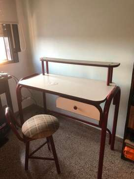 Vendo escritorio y silla
