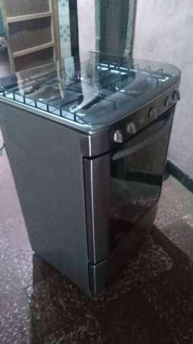 Vendo estufa en excelente estado, con horno y gratinador