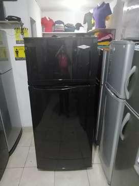 Nevera grande 410 litros, color negro, no frost, incluye el transporte a Medellín