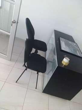 Excelente escritorio vitrina