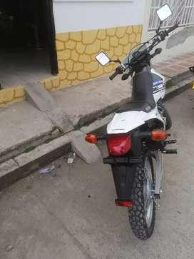 Vendo o permuto por carro Moto DR 200