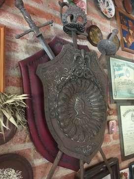 Escudo de armas de pared 3 espadas ANTIGUO