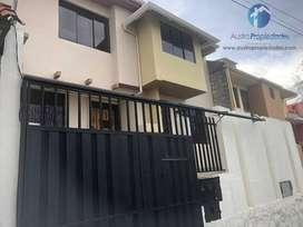 Miraflores Casa en venta con área verde