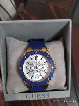 Un reloj Guess con mucho estilo y elegancia