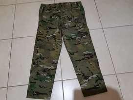 Pantalón camuflado, talle 44 nuevo sin usar